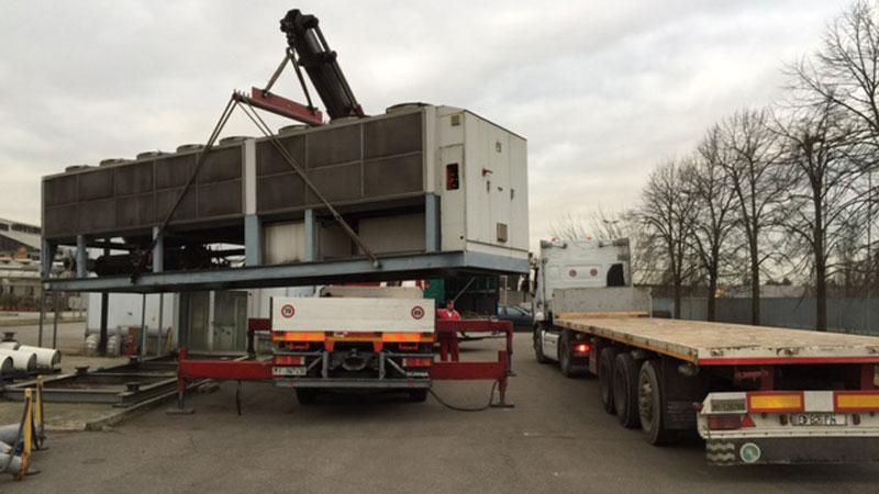 AutotrasportiTerzi-camion-con-gru-impianto-chiller